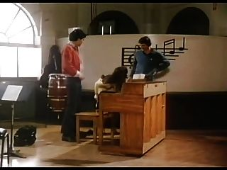Sexo 70s en la sala de música