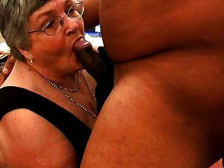 Abuelita le gusta polla negra