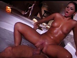 Pareja de francés cogida en la bañera