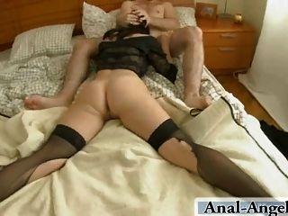 Ella le ofrecerá su culo adolescente apretado para conseguirlo castigado