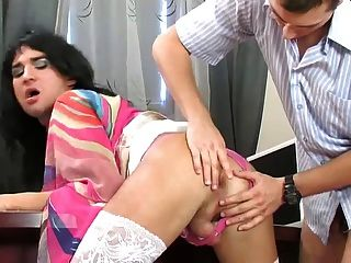 Sexo oficina con cute crossdresser
