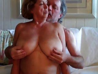 Grande boobed mujer madura paseos de su marido 3 desgaste tweed