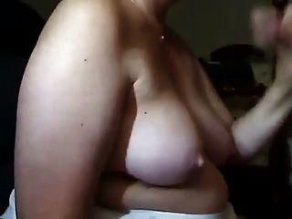 Mujer madura chupa polla y se cum en sus tetas