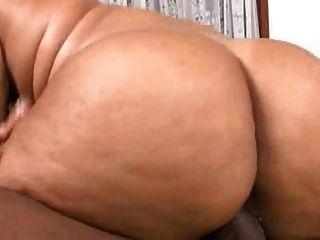 Eleonora y su gran culo gordo follando muy duro