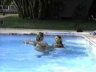 Pj sparxx y felecia jugando en la piscina