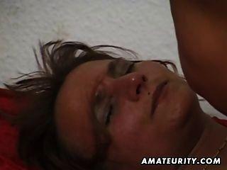 Amateur mujer madura chupa y folla con semen en la boca