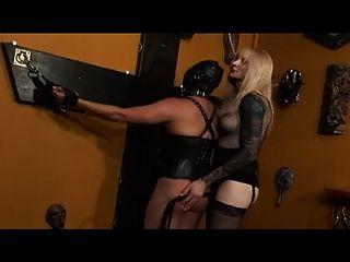 Shemale domina esclavo transexual
