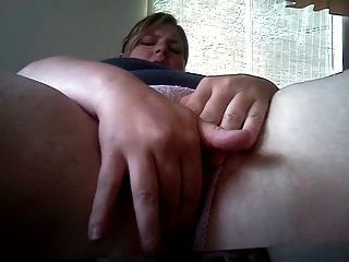 Bbw golpeando su coño y culo