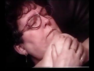 Abuelita cum en las gafas