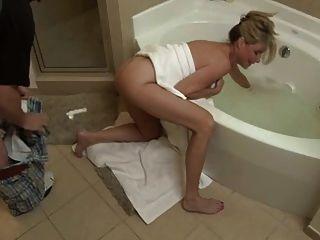 Hijo mierda no su mamá en el baño