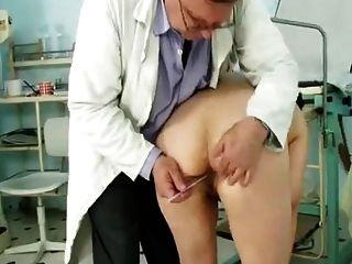 Abuelita en los doctores