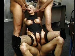 Castigo anal para una parte madura francesa 2
