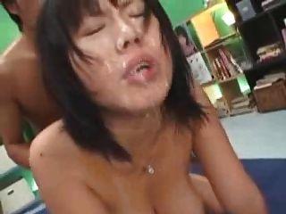 Chica japonesa tetas grandes bukake