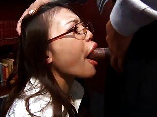 Oficina ibuki se arrodilla y le da a su jefe una bofetada húmeda