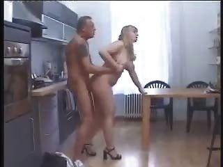 Bbw empujado en la cocina