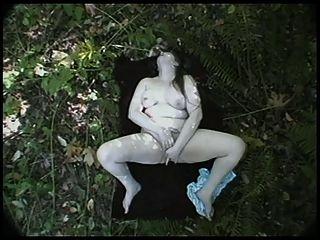 Bbb británico solo cumming en los bosques
