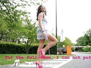 Adolescente, saltar, cuerda, alto, talones, upskirt, opiniones