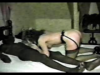 image Esposa británica zorra en el hotel gangbang