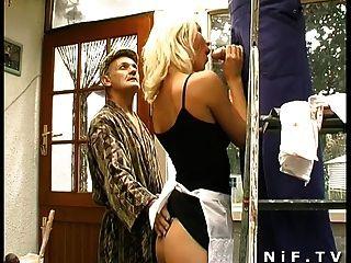 Babe francés sodomizado en trío con voyeur papy