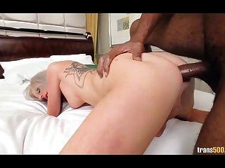 Sexy rubi juliette ama de la calle para obtener la boca y el culo jodido