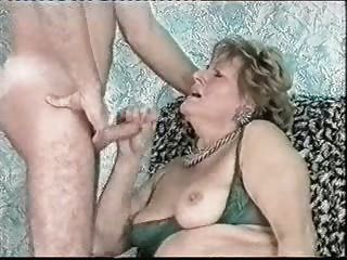 Cumming en la cara de mi vieja tía