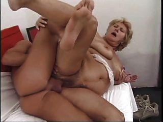 Abuela peluda cachonda