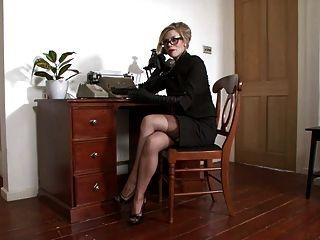 Michelle húmedo sentimiento voraz en la oficina.