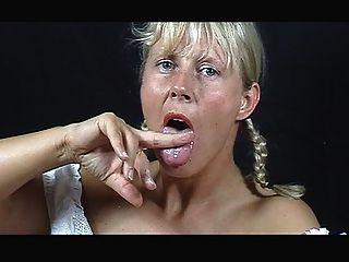 Un comedor de esperma rubio ..... su propio