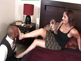 Amelia royalmistress señora juega con su esclavo pie