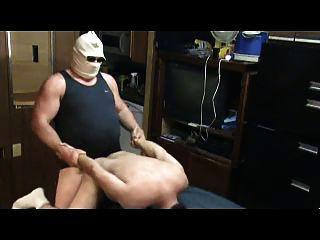 Hombre mayor folló a un niño