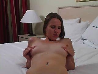 Refugio masturbándose a mis tetas