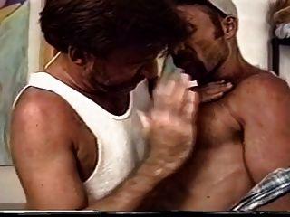 Policia follado por su novio peludo kinky