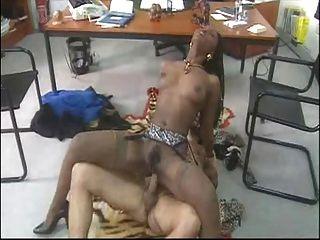 Nena africana follada