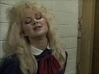 Britt morgan lo toma en la barbilla (1995) pt.1