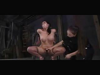 Humillados y castigados esclavos bdsm lesbianas