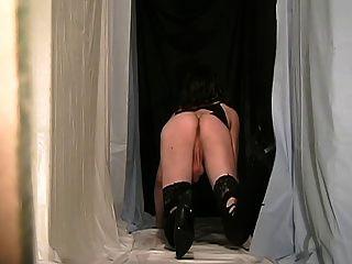 Fanny cd llevando un traje cruzado negro especial