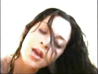 Chica sexy obtiene follada y facial
