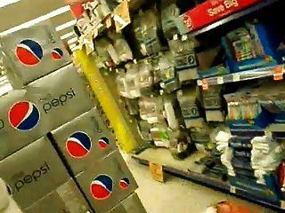 Pipa en público se hace sucer en un supermarcher