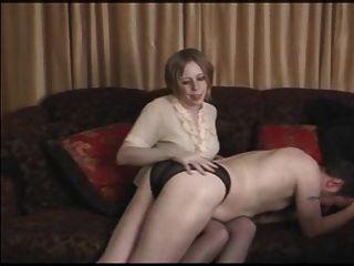 Panty boy ridiculed y castigado