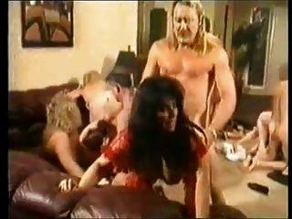 Abuelas en fiesta de swinger