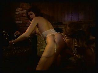 Niñas en todas las direcciones escena 5 escena lesbiana