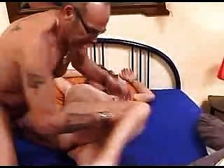 Kinky pareja madura empapar la cama