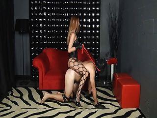 Amante monta a su esclavo