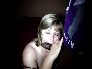 ¡La esposa traviesa sara ama chupar y cogerse las pollas grandes del negro !!!