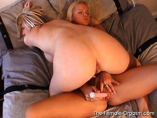 Rubias solteras y orgasmos lesbianas