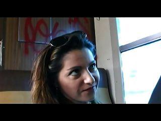 Milf francés tiene anal en el tren