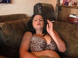 Caliente curvy maduro bbw fumar y diddling