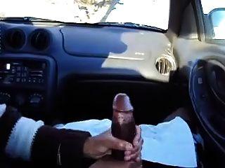 Mano en el coche
