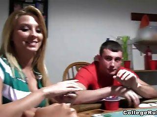 Putas desnudas del póker del assed