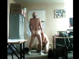 La diversión del papá y del abuelo